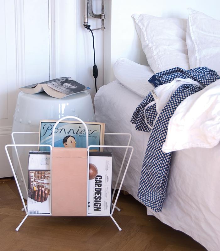 Maze Suitcase Newspaper Holder white 1